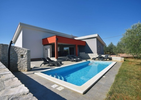 Spacious villa in the center of Krnica with Parking, Internet, Washing machine, Air conditioning