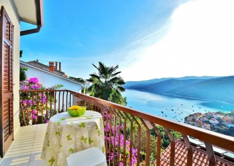 Cozy apartment in the center of Rabac with Parking, Internet, Balcony