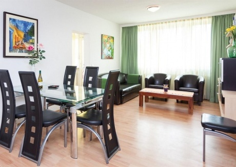 Spacious apartment very close to the centre of Berlin with Lift, Internet, Washing machine