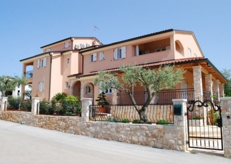 Cozy apartment in the center of Bašanija with Parking, Internet, Air conditioning, Pool