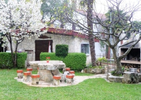 Spacious apartment in the center of Funtana with Parking, Internet, Air conditioning, Terrace