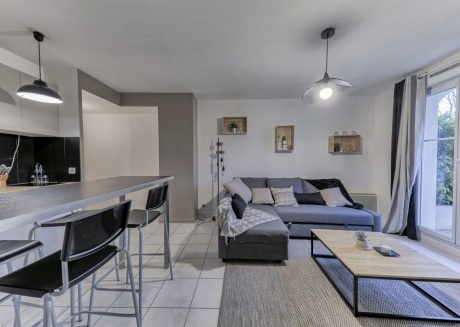 Cozy apartment in the center of Magny-le-Hongre with Lift, Parking, Terrace