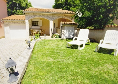 Cozy country house in the center of Peroj with Parking, Internet, Washing machine, Air conditioning