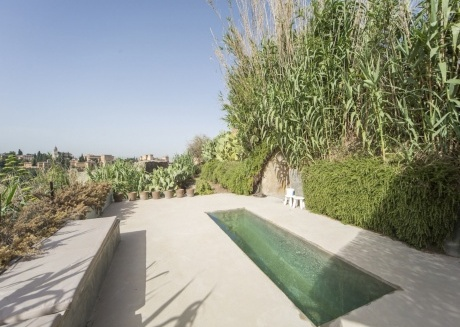 Spacious apartment very close to the centre of Granada with Internet, Washing machine, Pool, Balcony