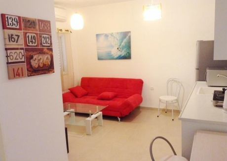 Cozy apartment very close to the centre of Bat Yam with Internet, Washing machine, Air conditioning