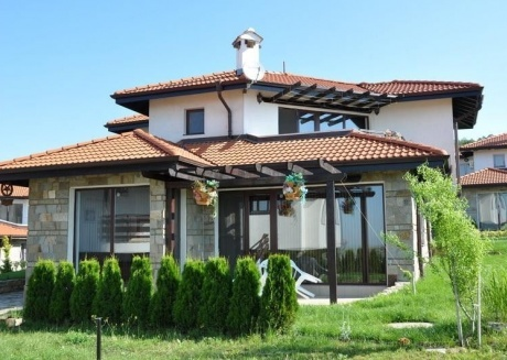 Spacious country house very close to the centre of Cholakova cheshma with Parking, Internet, Air conditioning, Pool