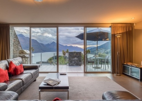 Queenstown Villa 1- 5 Star Property with Majestic Views of Queenstown