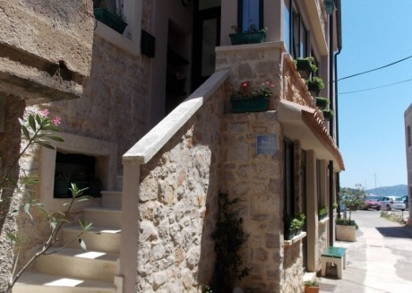Cozy apartment in the center of Betina with Parking, Internet, Air conditioning, Balcony