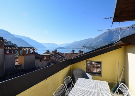 Spacious apartment very close to the centre of Bellagio with Internet, Washing machine, Air conditioning, Terrace