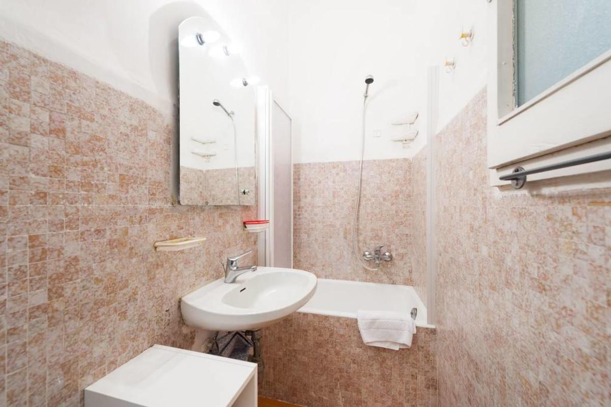 MICHELANGELO Apartment near Pontevecchio Slide-60