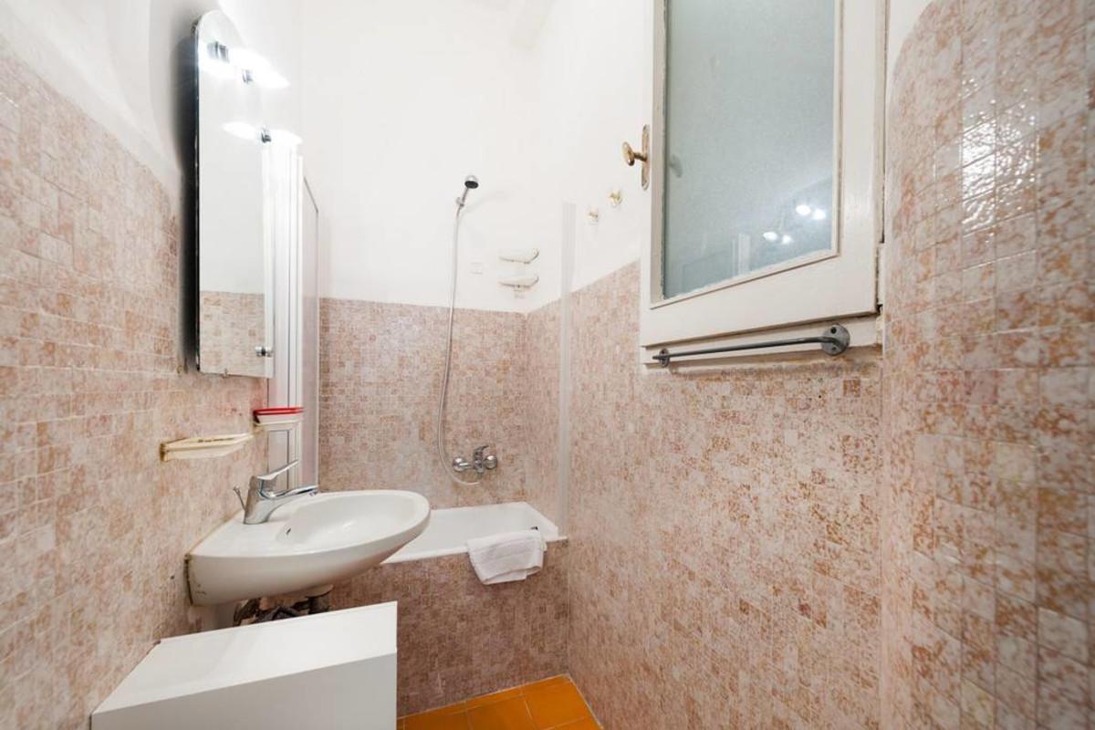 MICHELANGELO Apartment near Pontevecchio Slide-61