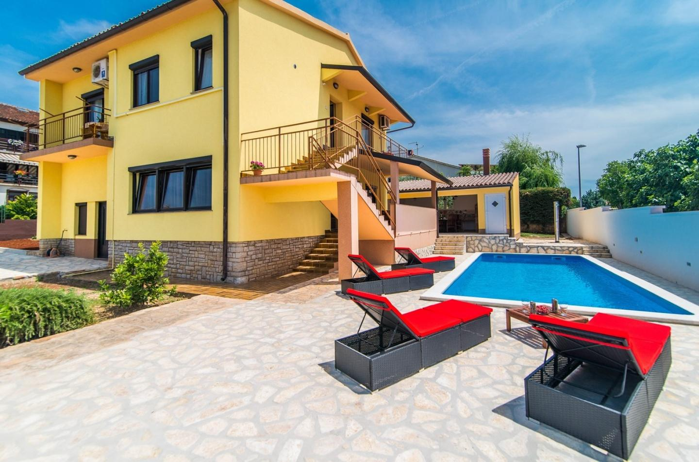Spacious villa in Pula with Parking, Internet, ... Slide-1