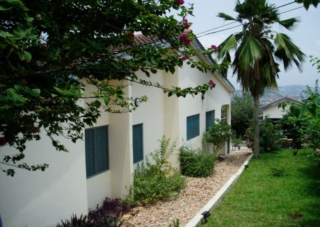 Spacious house in Accra with Internet, Washing machine, Garden, Terrace