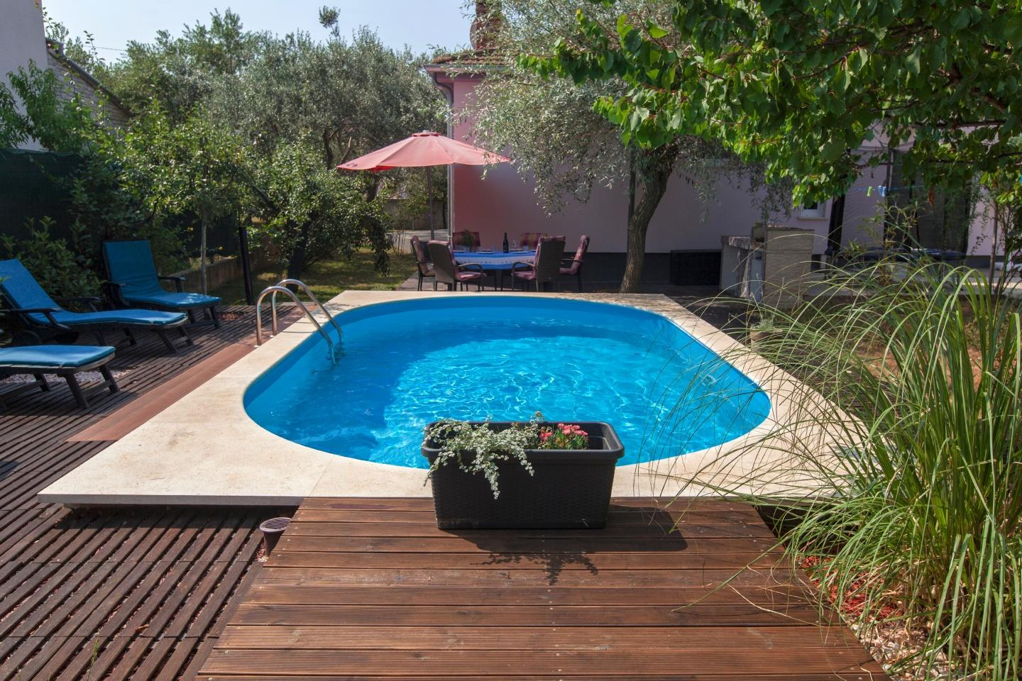 Spacious apartment in Pula with Internet, Washi... Slide-1