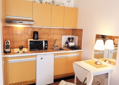 Cozy apartment in the center of Suresnes with Lift, Parking, Internet, Washing machine