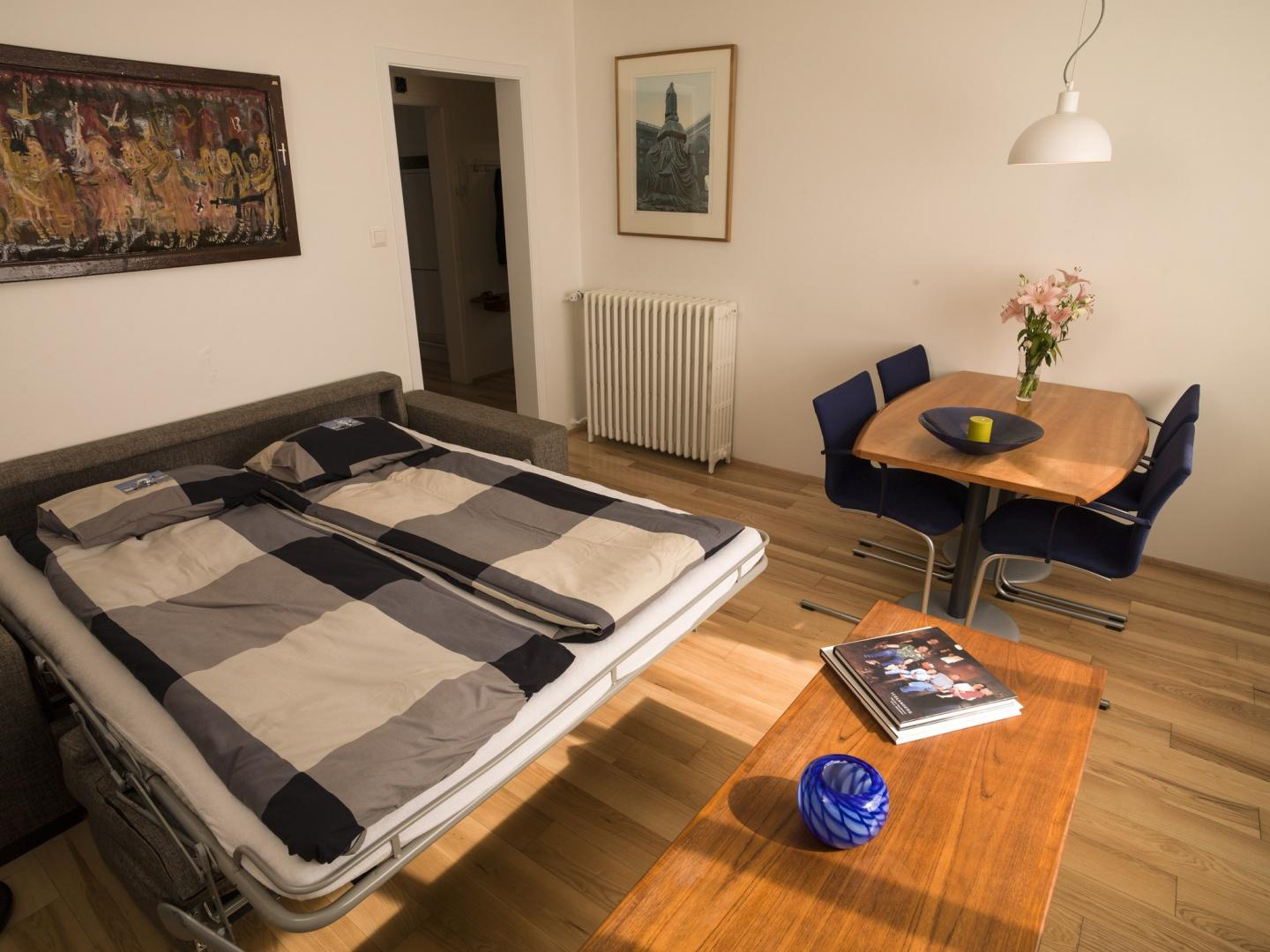 Cozy central apartment in the heart of Reykjavi... Slide-2