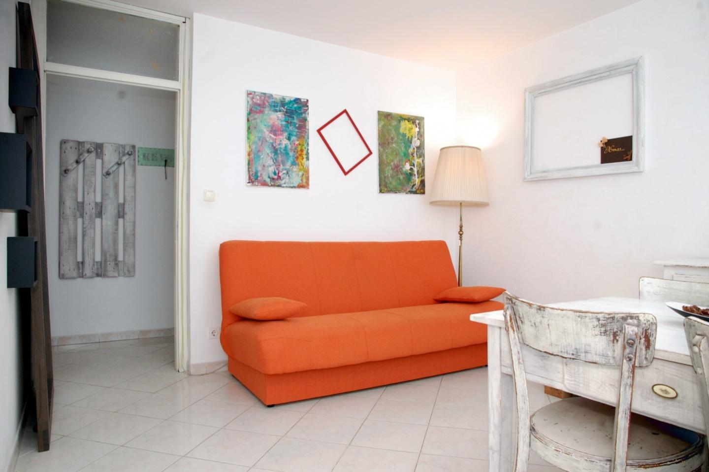 Spacious apartment in the center of Pula with I... Slide-3