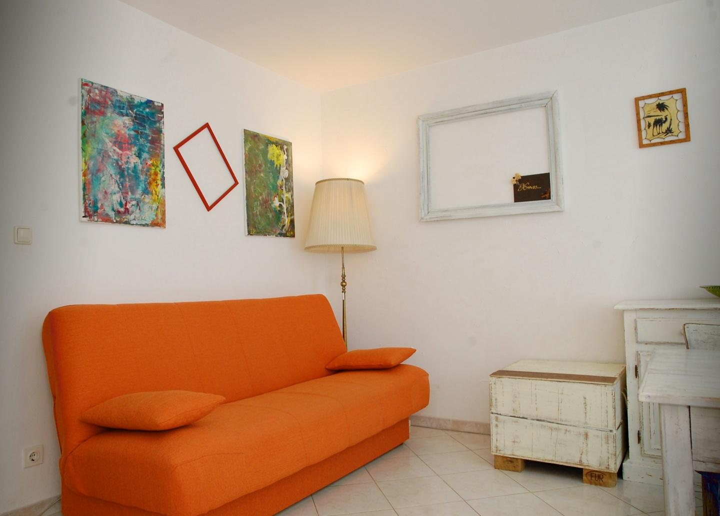 Spacious apartment in the center of Pula with I... Slide-2