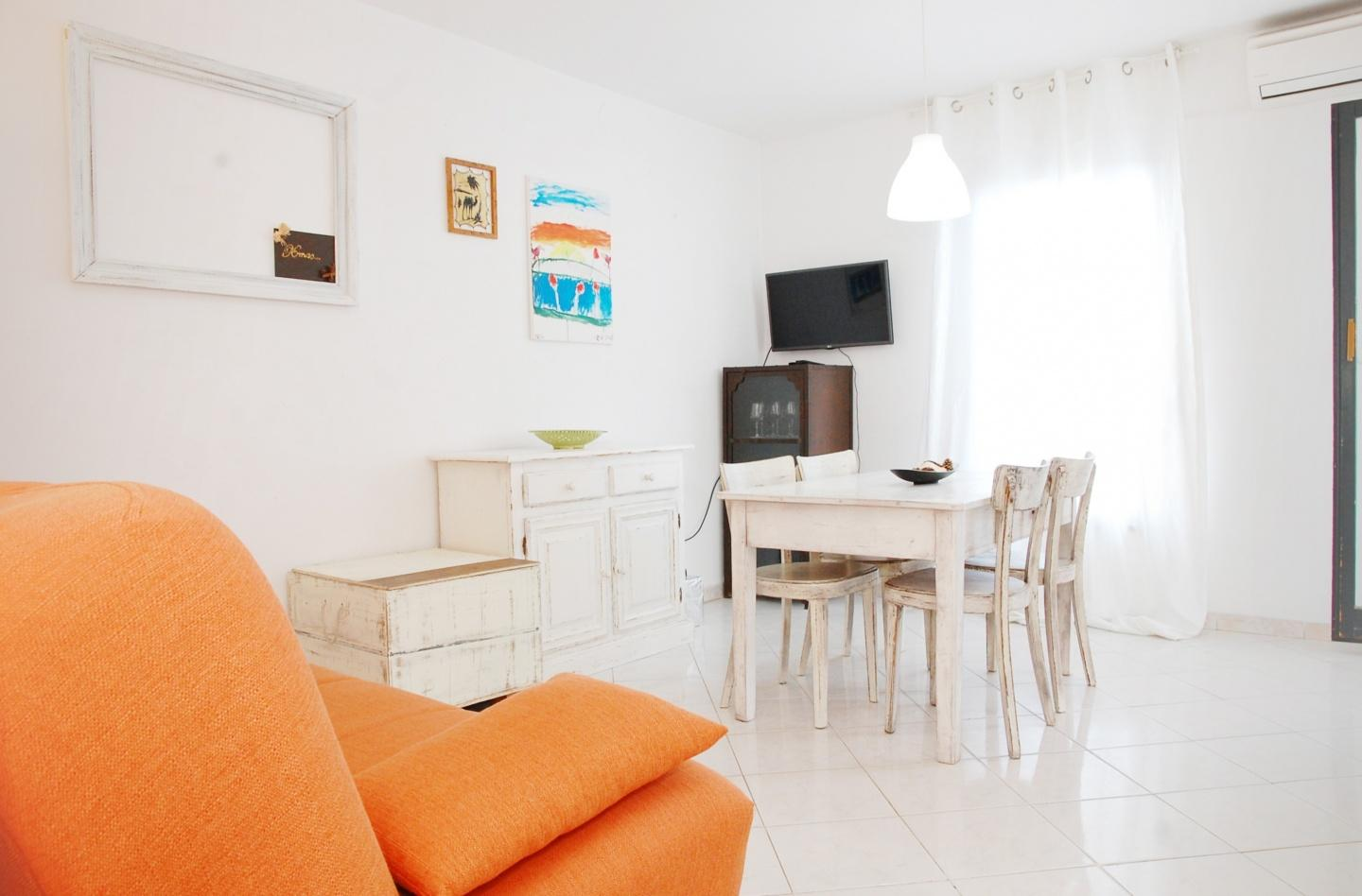 Spacious apartment in the center of Pula with I... Slide-1