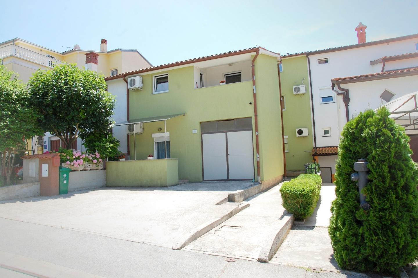Cozy apartment close to the center of Pula with... Slide-1
