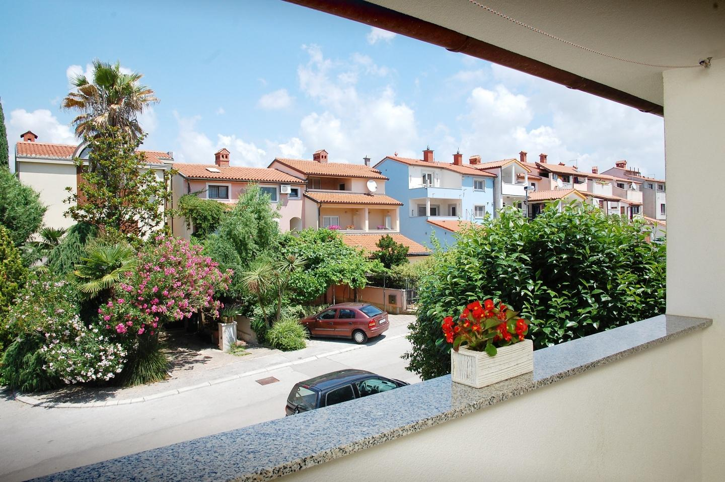 Cozy apartment close to the center of Pula with... Slide-2