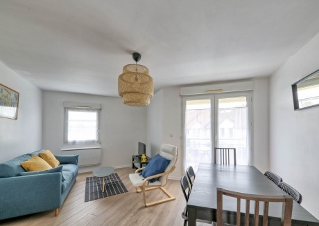Cozy apartment in the center of Serris with Parking, Internet, Terrace