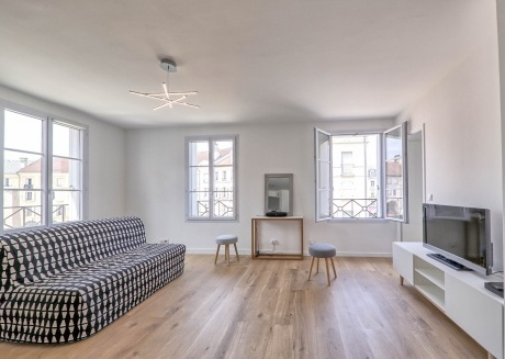 Cozy apartment very close to the centre of Serris with Lift, Parking, Internet, Washing machine
