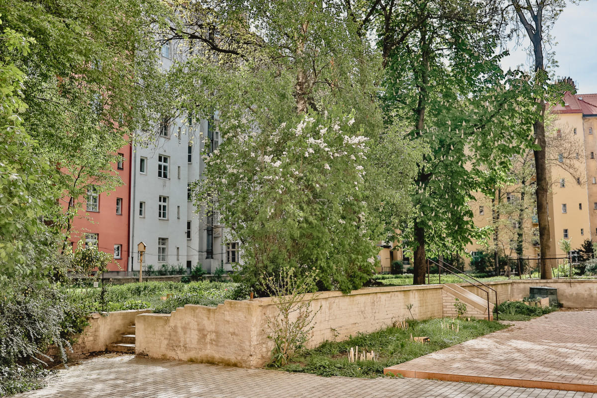 Comfortable Zizkov Apartment for 6 people 5-min... Slide-2