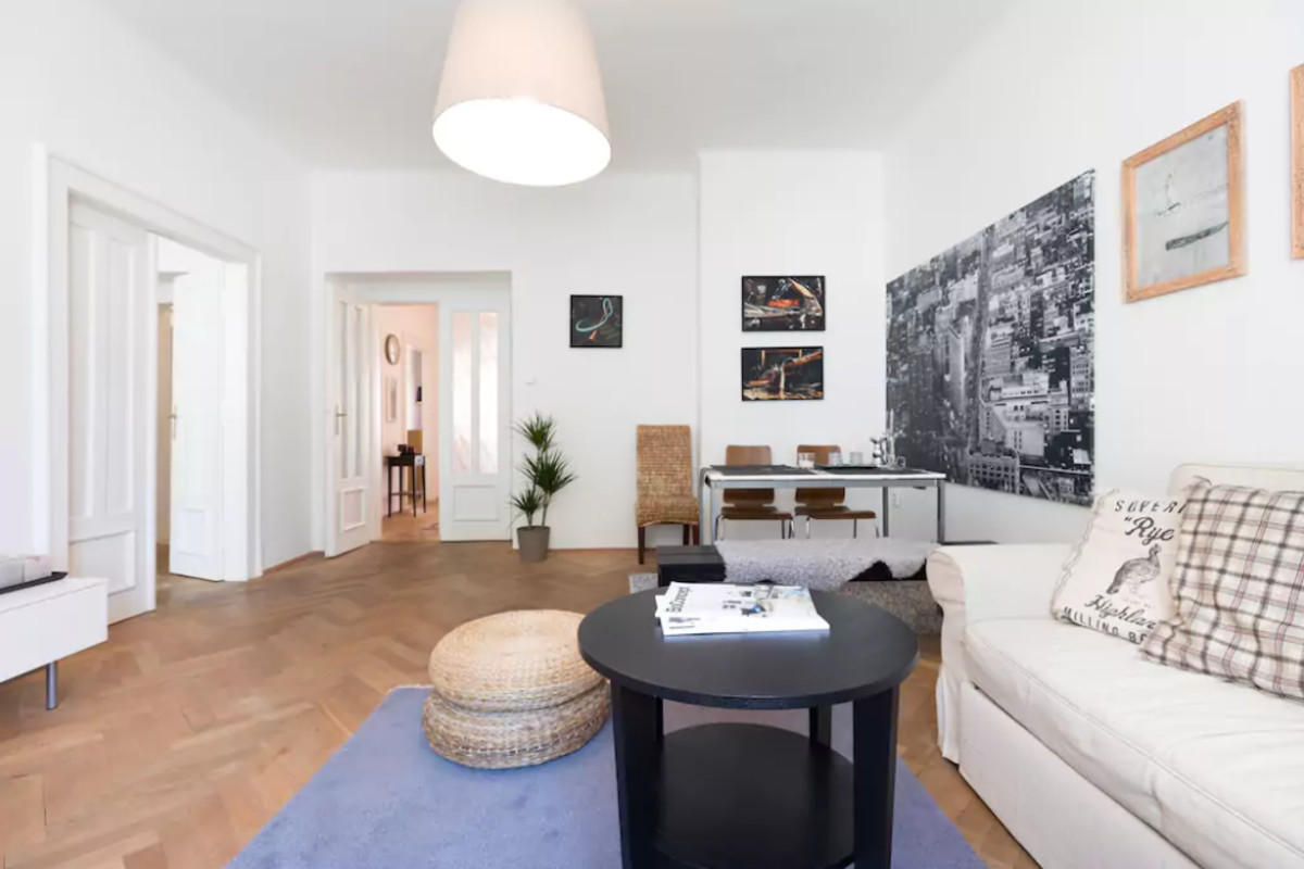 Chic and Spacious Apartment 5min from Historic ... Slide-3