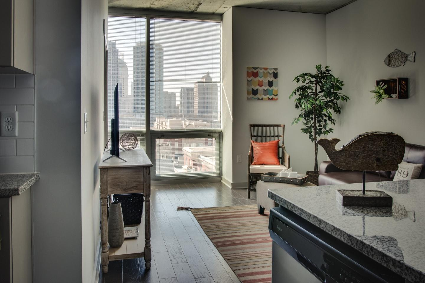Incredible 1br in Uptown highrise near everything Slide-19