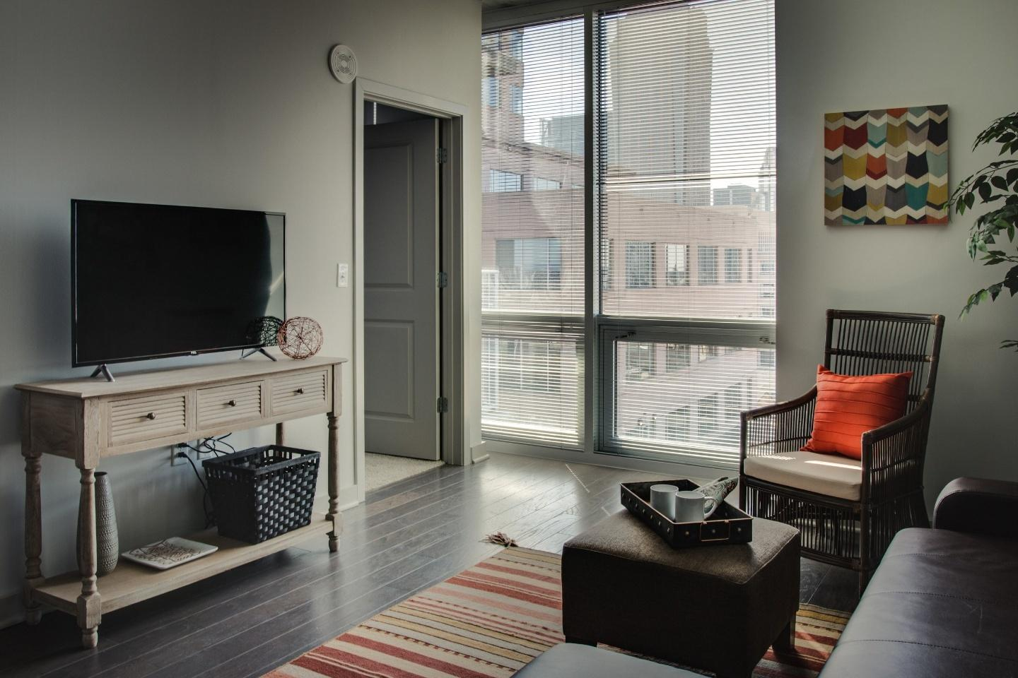 Incredible 1br in Uptown highrise near everything Slide-20