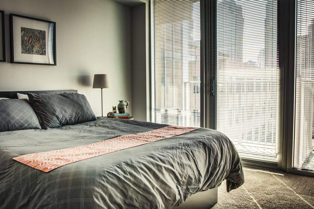 Incredible 1br in Uptown highrise near everything Slide-18