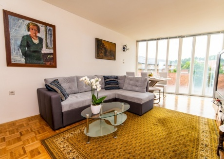Cozy, Spacious & Sunny in Heart of City Center