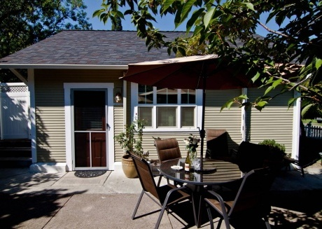 Lori Lanes 'Romeo Cottage' ~ 2 Bedroom ~ Downtown