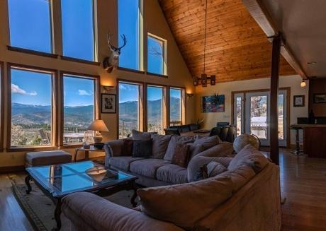 Sunset Chalet - 2600 sq.ft. Multi-Seasonal retreat