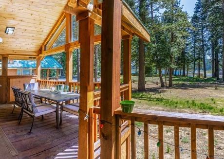 #52 The Cabins at Hyatt Lake - Sleeps 4 -Lake View
