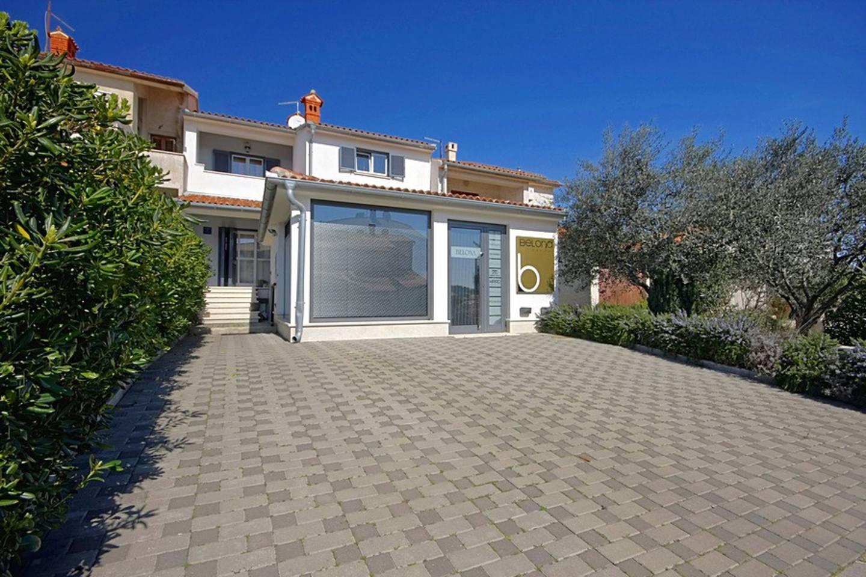Villa Olivia Slide-1