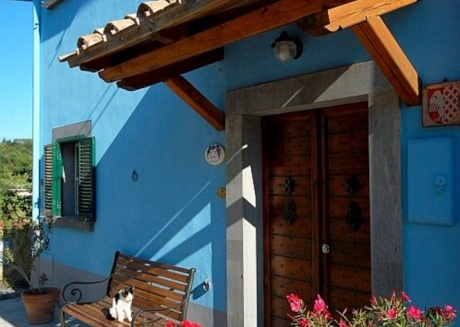 Blue House near Bagnoregio-overlooking the Umbrian Mountains and Tiber Valley