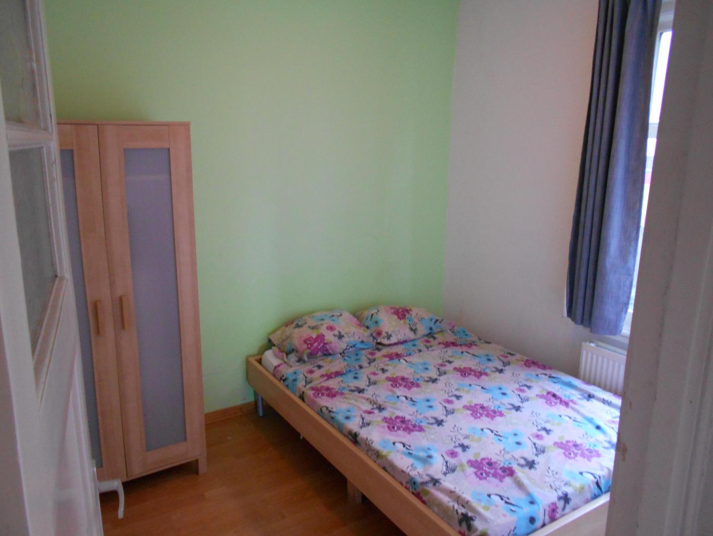 room offered in Amsterdam center Slide-2