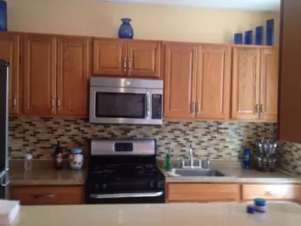 Two bedroom apartment located in Inwood in Uppe... Slide-5