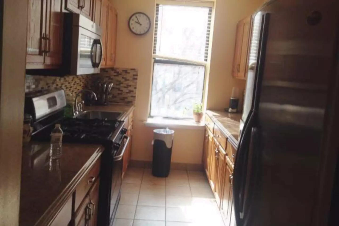 Two bedroom apartment located in Inwood in Uppe... Slide-1