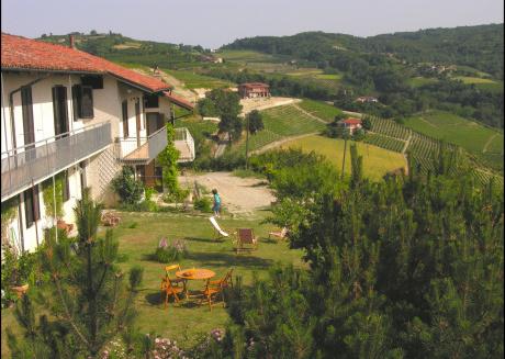 Cà dra Topia (the Grape Pergola House) near Alba. Charming house - Italy