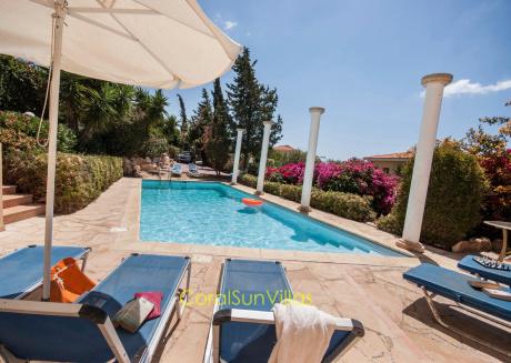 Wonderful quiet area,Complete Privacy,large Pool, Colorful Garden, jacuzzi/Sauna