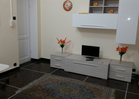 Comfortable one bedroom apartment with parking space in the center of Genoa