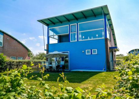 6 pers. Lauwersmeer Lakefront house with sauna, pellet stove