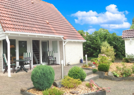 4 pers. Modern holiday home with fenced garden, close the Lauwersmeer