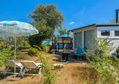 Het kleine Huis (2pers) mobile home by the harbour and the Lauwersmeer