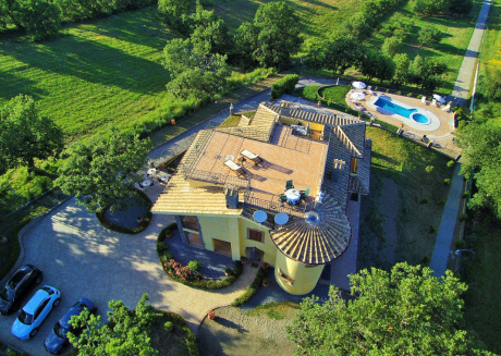 Villa on top of a hill with an enchanting view of Lake Bolsena