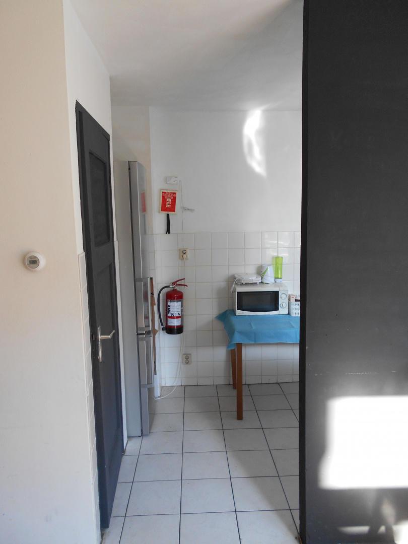 room offered in Amsterdam center Slide-29