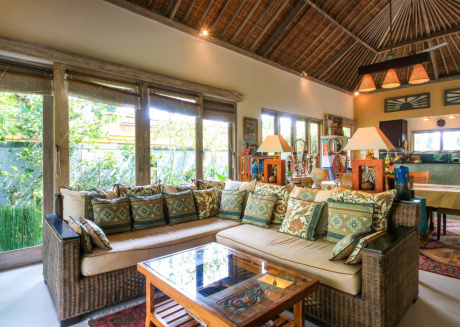 Spacious house close to the center of Ubud with Internet, Washing machine, Pool, Balcony